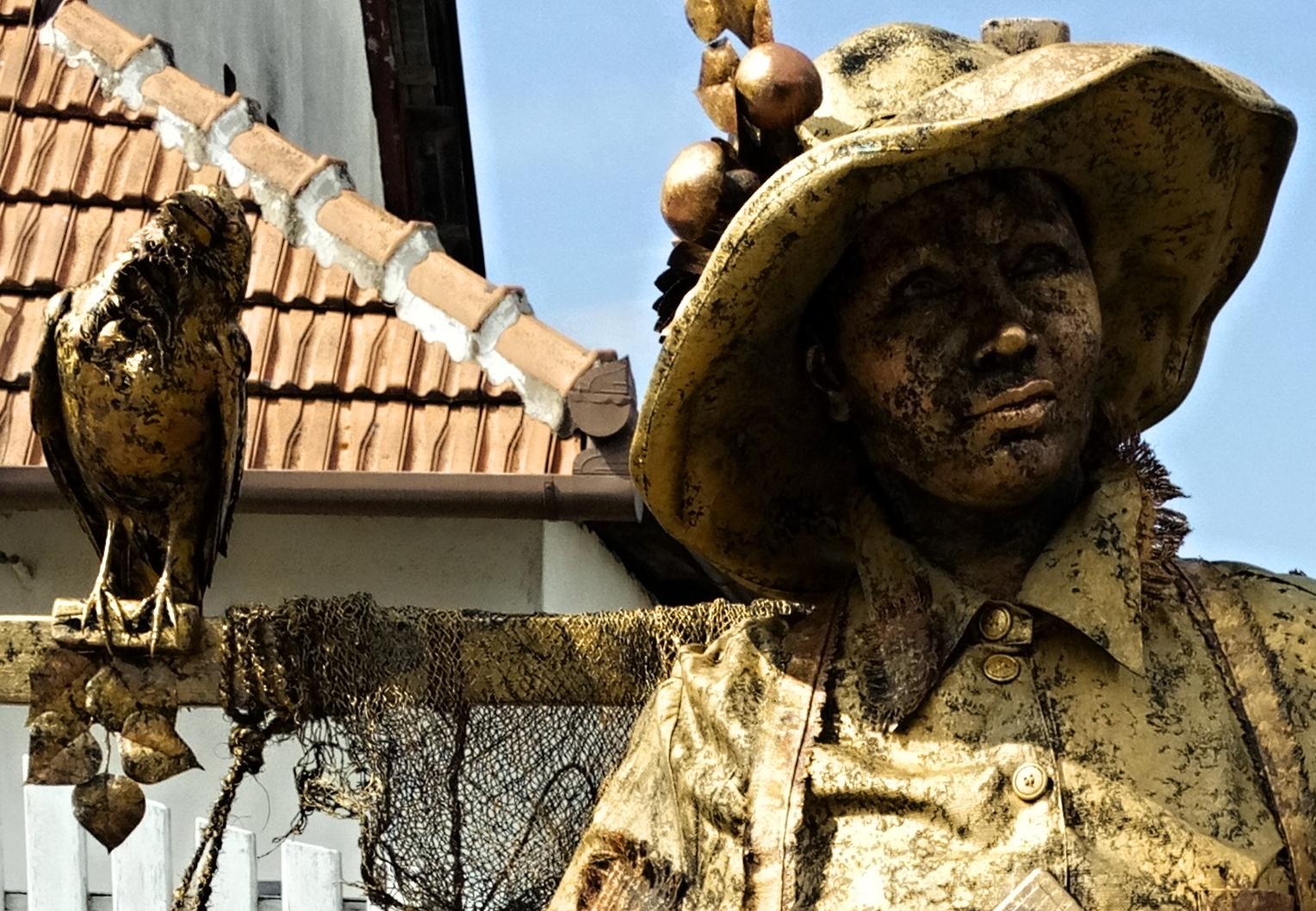 Živé sochy Sinela Strašák