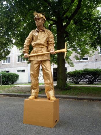 Živé sochy Sinela Horník