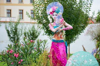 Živé sochy Sinela Asie